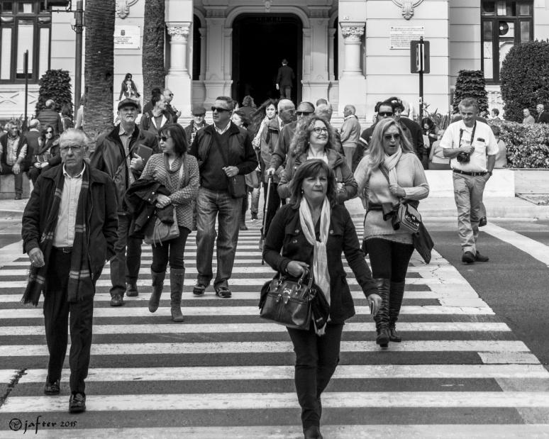 Cruzando en el ayuntamiento