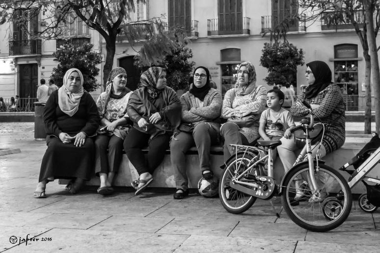 mujeres en la plaza