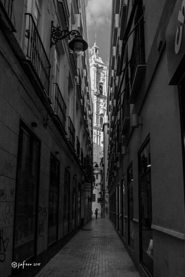 San Juan por calle estrecha