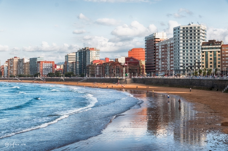 Playa  san Lorenzo. Gijón wp